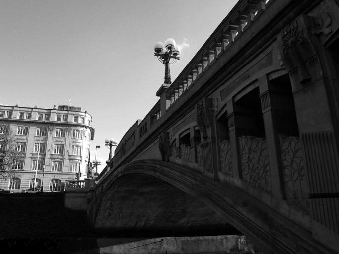 pod-mostom
